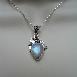 Jewelry - Rainbow moonstone sterling silver necklace